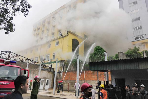 Cháy quán karaoke lớn nhất TP Vinh, nữ nhân viên chết ở nhà vệ sinh-5