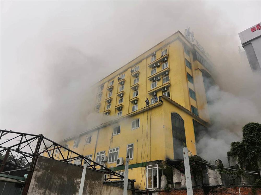 Cháy quán karaoke lớn nhất TP Vinh, nữ nhân viên chết ở nhà vệ sinh-6