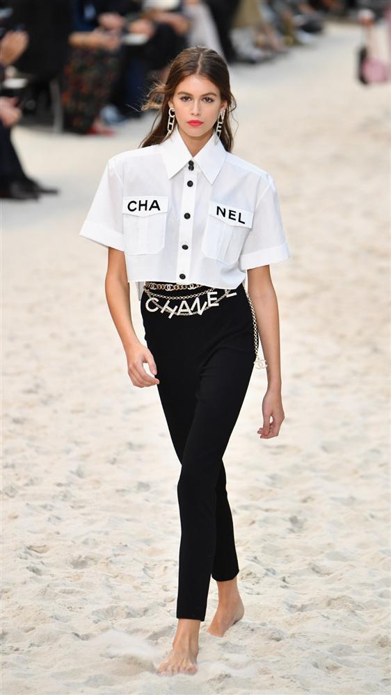 3 thế hệ mặc chung một mẫu áo: Phượng Chanel khác nào bà thím trong khi Lan Khuê - Jennie Black Pink thực sự đẹp-4