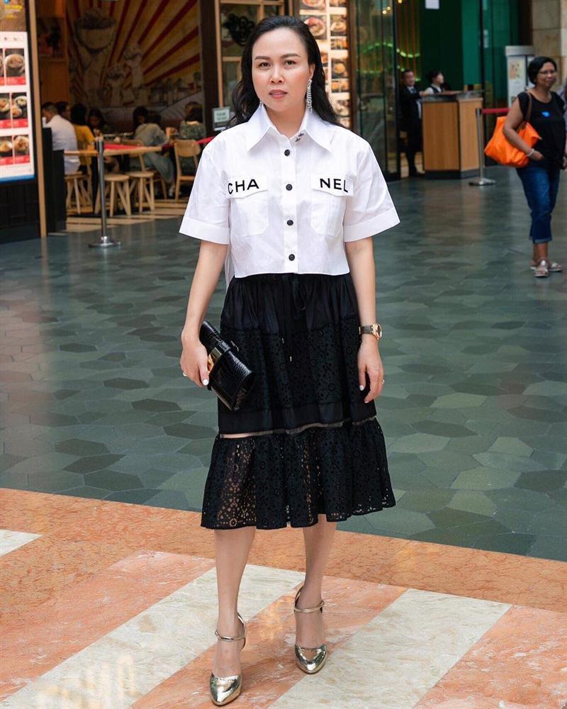 3 thế hệ mặc chung một mẫu áo: Phượng Chanel khác nào bà thím trong khi Lan Khuê - Jennie Black Pink thực sự đẹp-1