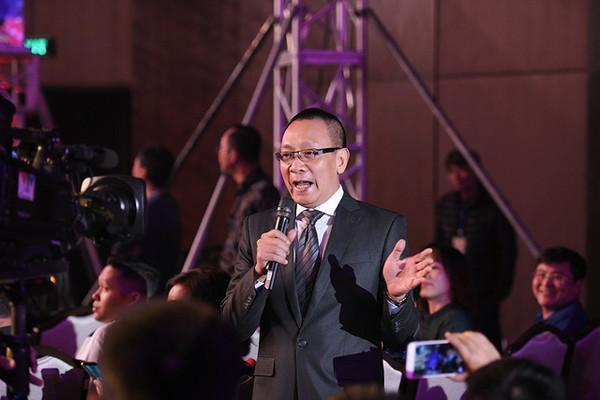 Bất ngờ được chế ảnh thành Sơn Tùng M-TP trong MV Lạc trôi, MC Lại Văn Sâm toát mồ hôi hột trên sóng truyền hình-1