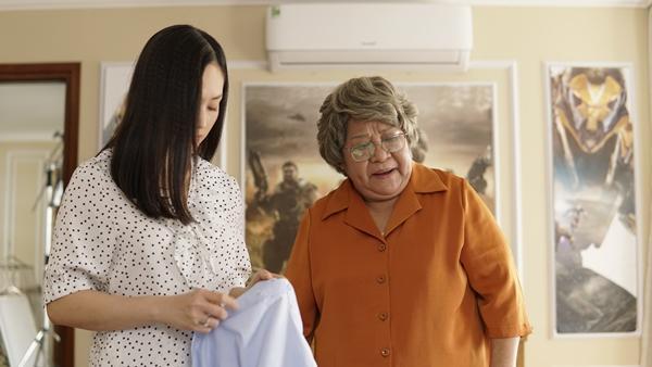 Sốc với cảnh bà nội đòi ngủ chung với vợ chồng cháu trai-1
