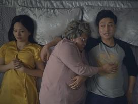 Sốc với cảnh bà nội đòi ngủ chung với vợ chồng cháu trai