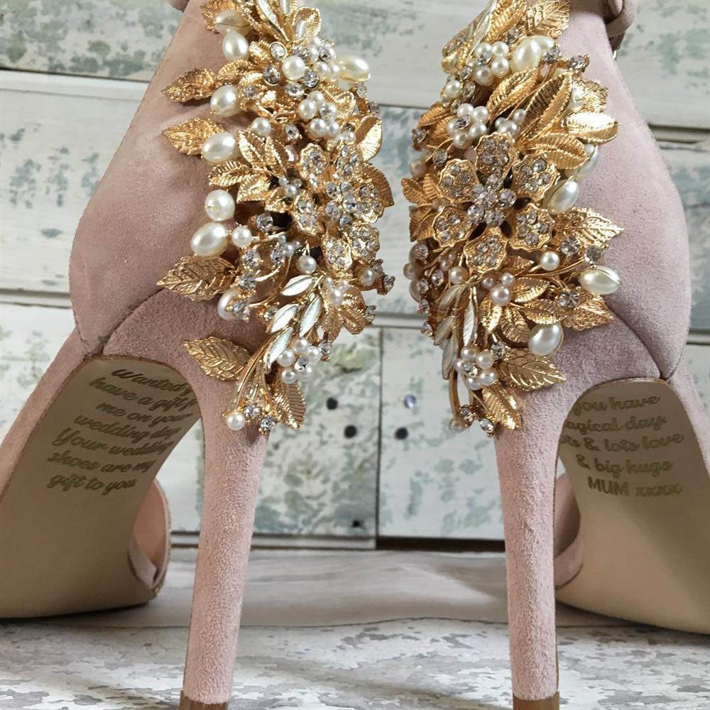Cô dâu khóc không thành tiếng khi phát hiện ra điều bất ngờ dưới đôi giày cưới-1