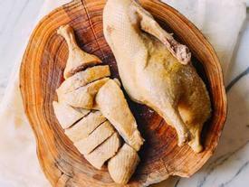 LUỘC THỊT nhớ bỏ thêm 1 CỦ NÀY, sẵn trong bếp lại RẺ TIỀN nhưng THỊT THƠM NGON NỨC MŨI chồng khen tấm tắc