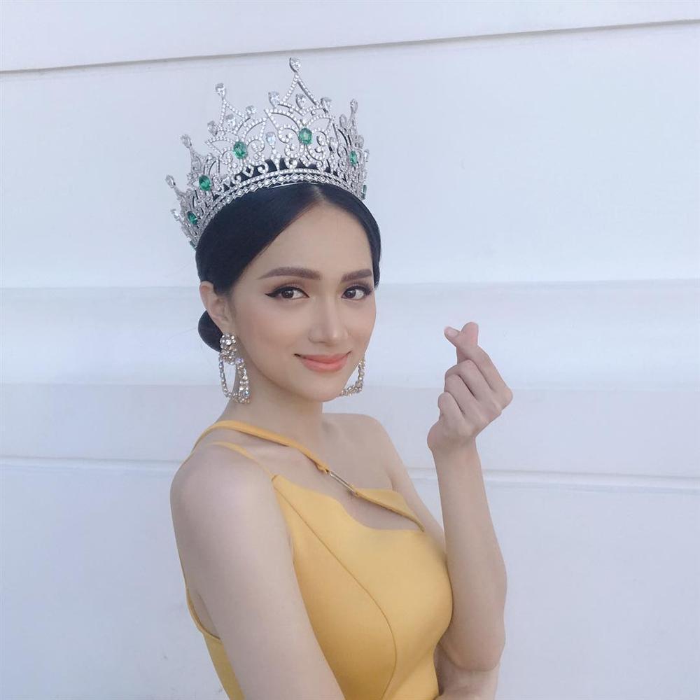 Chưa kịp vui với quyền lực của host Vietnams Next Top Model 2019, Hương Giang đã phải hứng đá vì thể hiện sai quá sai-1
