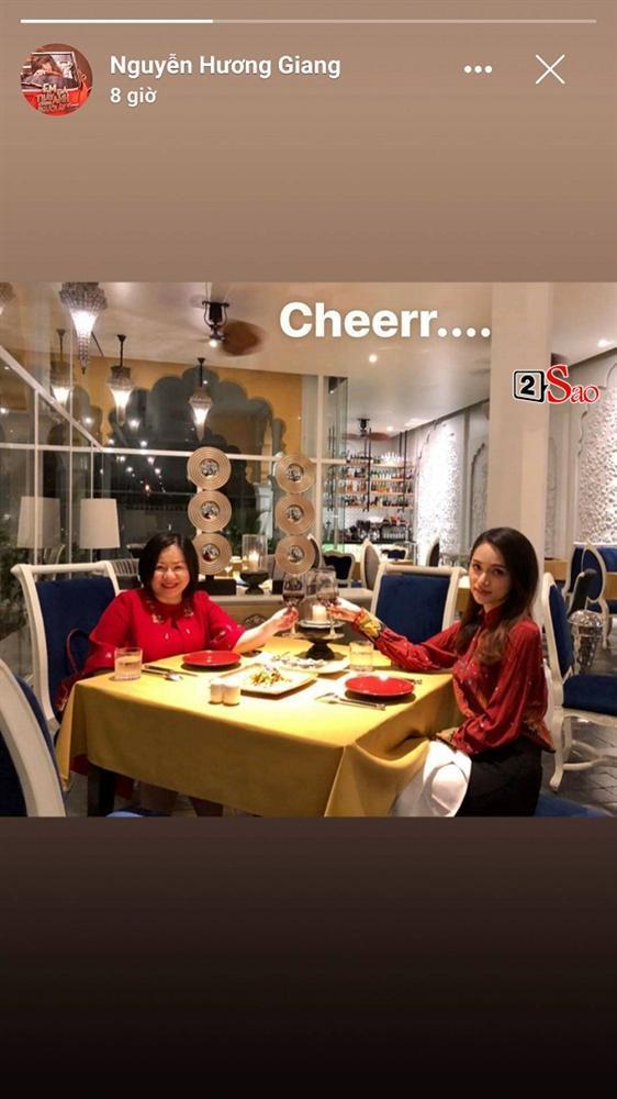 Chưa kịp vui với quyền lực của host Vietnams Next Top Model 2019, Hương Giang đã phải hứng đá vì thể hiện sai quá sai-2