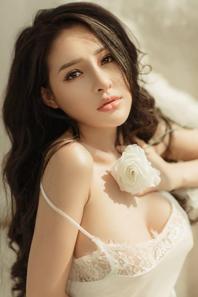 Vừa đại tu nhan sắc cùng Lương Bằng Quang, Ngân 98 khoe ảnh bán nude căng đét nhưng lại khẳng định chẳng yêu đương gì-9