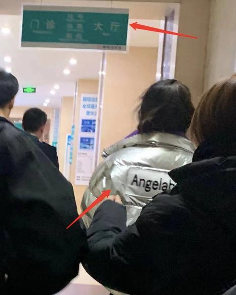 Phì phèo hút thuốc trước cổng bệnh viện, Angela Baby hứng đá vì tự phản bội lời hứa suốt 11 năm qua-3