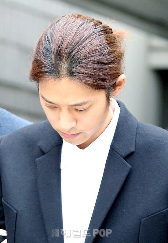 Jung Joon Young bị trói áp giải vào đồn cảnh sát sau bê bối quay lén và phát tán clip sex-3