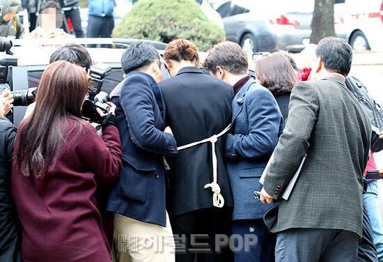 Jung Joon Young bị trói áp giải vào đồn cảnh sát sau bê bối quay lén và phát tán clip sex-4