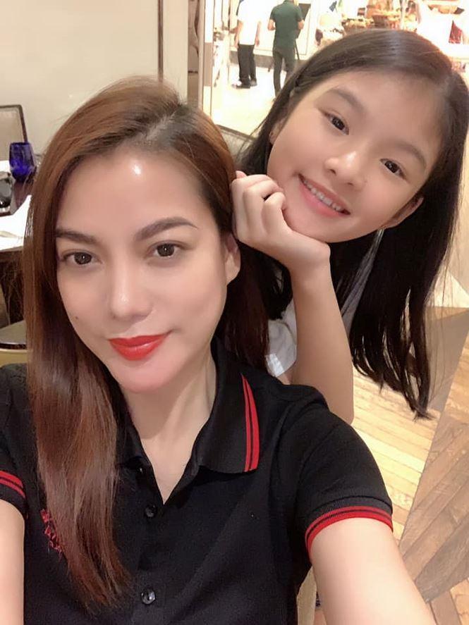 Không chỉ xinh xắn, con gái 11 tuổi của Trương Ngọc Ánh còn gây bất ngờ với khả năng nói tiếng Anh như gió-6