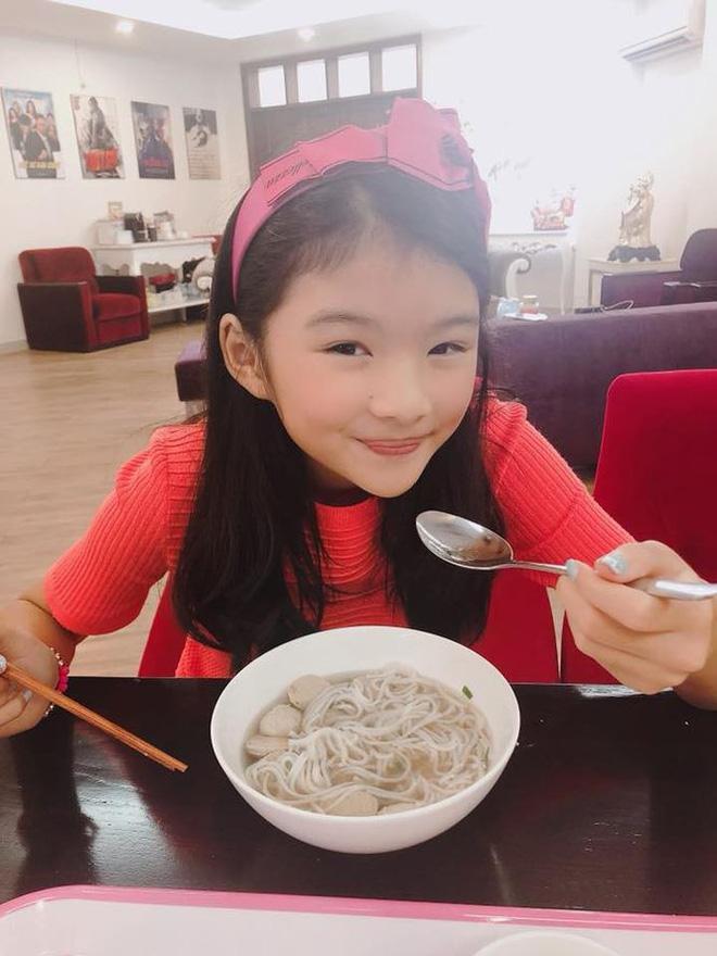 Không chỉ xinh xắn, con gái 11 tuổi của Trương Ngọc Ánh còn gây bất ngờ với khả năng nói tiếng Anh như gió-5