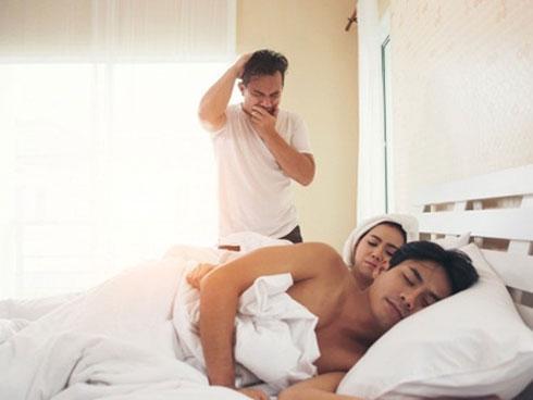Say rượu, cô gái nhận nhầm bạn trai và thản nhiên dẫn về ngủ cùng-1