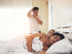 Say rượu, cô gái nhận nhầm bạn trai và thản nhiên dẫn về ngủ cùng