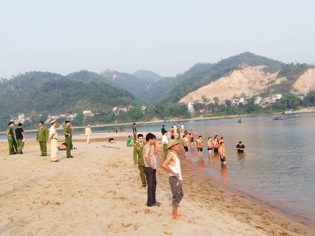 Kinh hoàng: 8 học sinh chết đuối thương tâm trên sông Đà-1