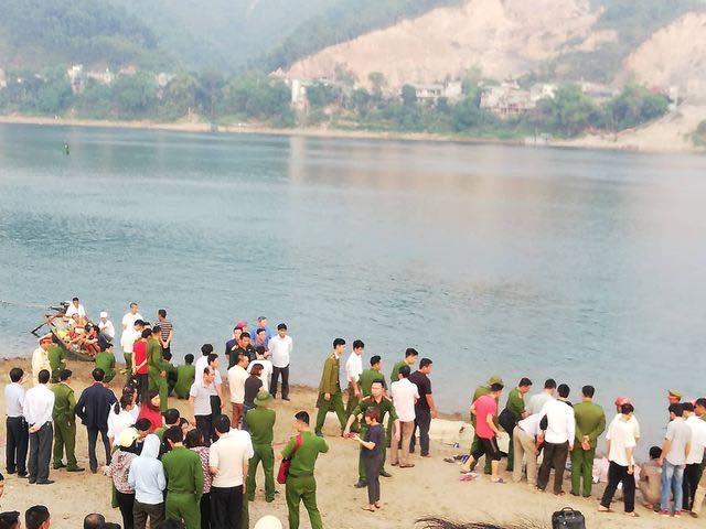 Kinh hoàng: 8 học sinh chết đuối thương tâm trên sông Đà-2