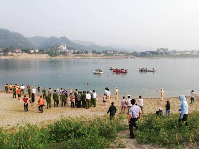 Kinh hoàng: 8 học sinh chết đuối thương tâm trên sông Đà-4