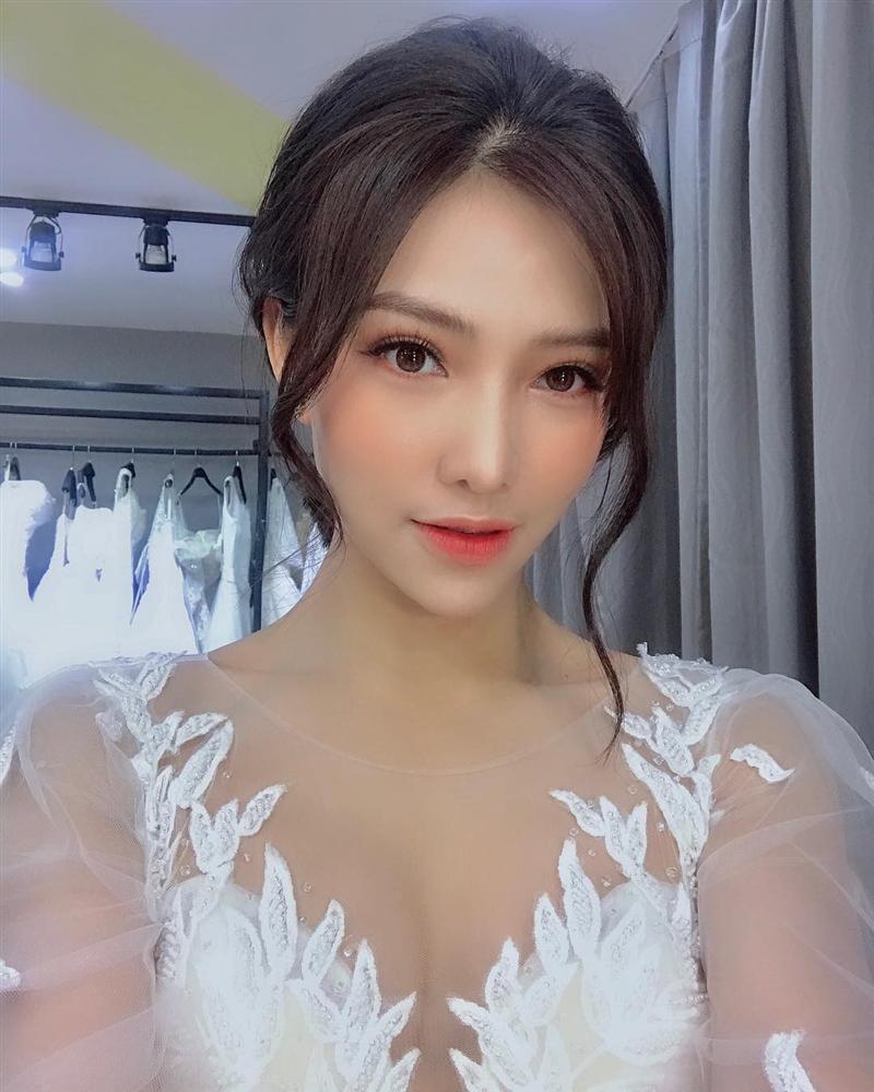 Bị chỉ trích là con giáp thứ 13, sống chung không đăng ký kết hôn, Lưu Đê Li đăng ảnh mặc váy cưới tuyên bố sắp lấy Huy DX?-5