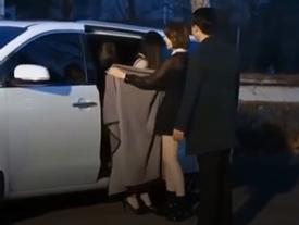Sao Kpop và những màn che chắn giúp đồng nghiệp thoát cảnh hớ hênh