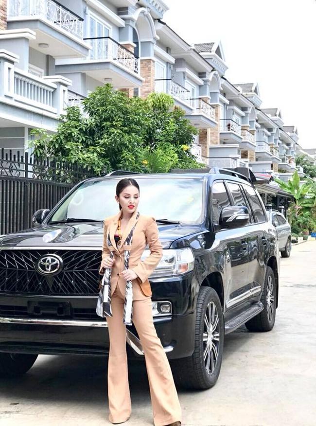 Diễn viên Campuchia đổi đời thành đại gia sau 2 năm bị cấm diễn vì mặc hở-6