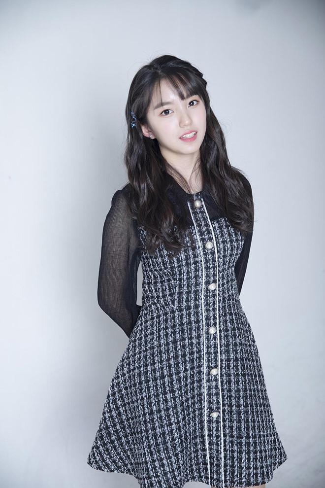Nhan sắc xinh đẹp của nữ thần tượng 15 tuổi, nhỏ nhất Kpop hiện nay-3
