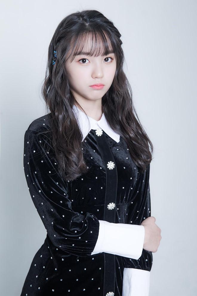 Nhan sắc xinh đẹp của nữ thần tượng 15 tuổi, nhỏ nhất Kpop hiện nay-4