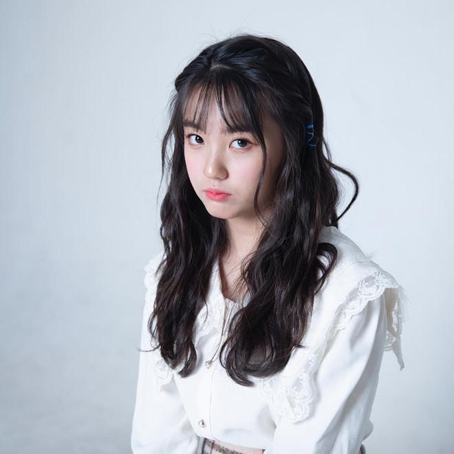 Nhan sắc xinh đẹp của nữ thần tượng 15 tuổi, nhỏ nhất Kpop hiện nay-5
