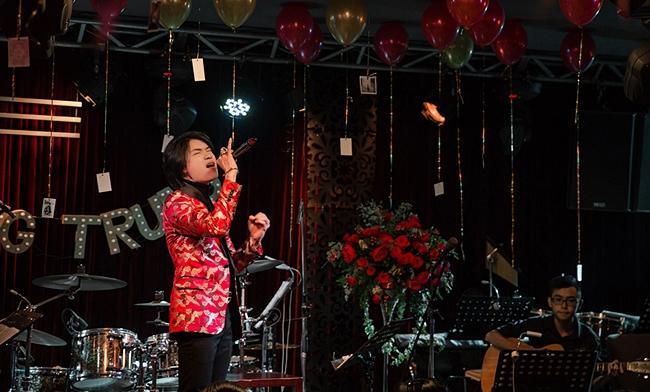 Có ai ngờ diễn viên hài Quang Trung lại sở hữu giọng hát ngọt chẳng kém cạnh ca sĩ chuyên nghiệp-2