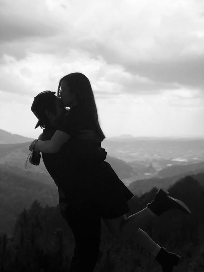 Bạn gái nói lời ngọt ngào và đăng ảnh tình cảm bên Hoài Lâm-2