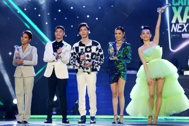 Đông Nhi mặc tương tự Tóc Tiên nhưng fan lại phũ phàng: Chắc tôi mù nên không thấy đẹp chỗ nào-6