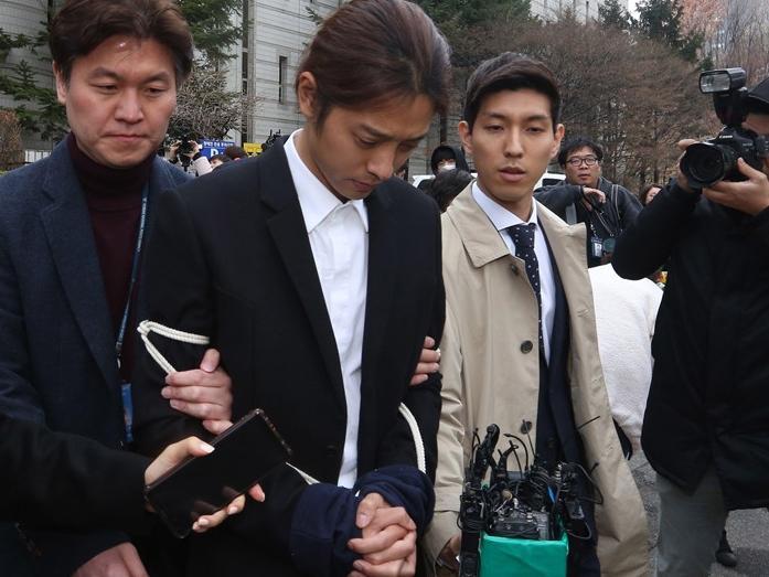 Jung Joon Young tự hủy hoại tiền đồ bởi thú vui sex bệnh hoạn