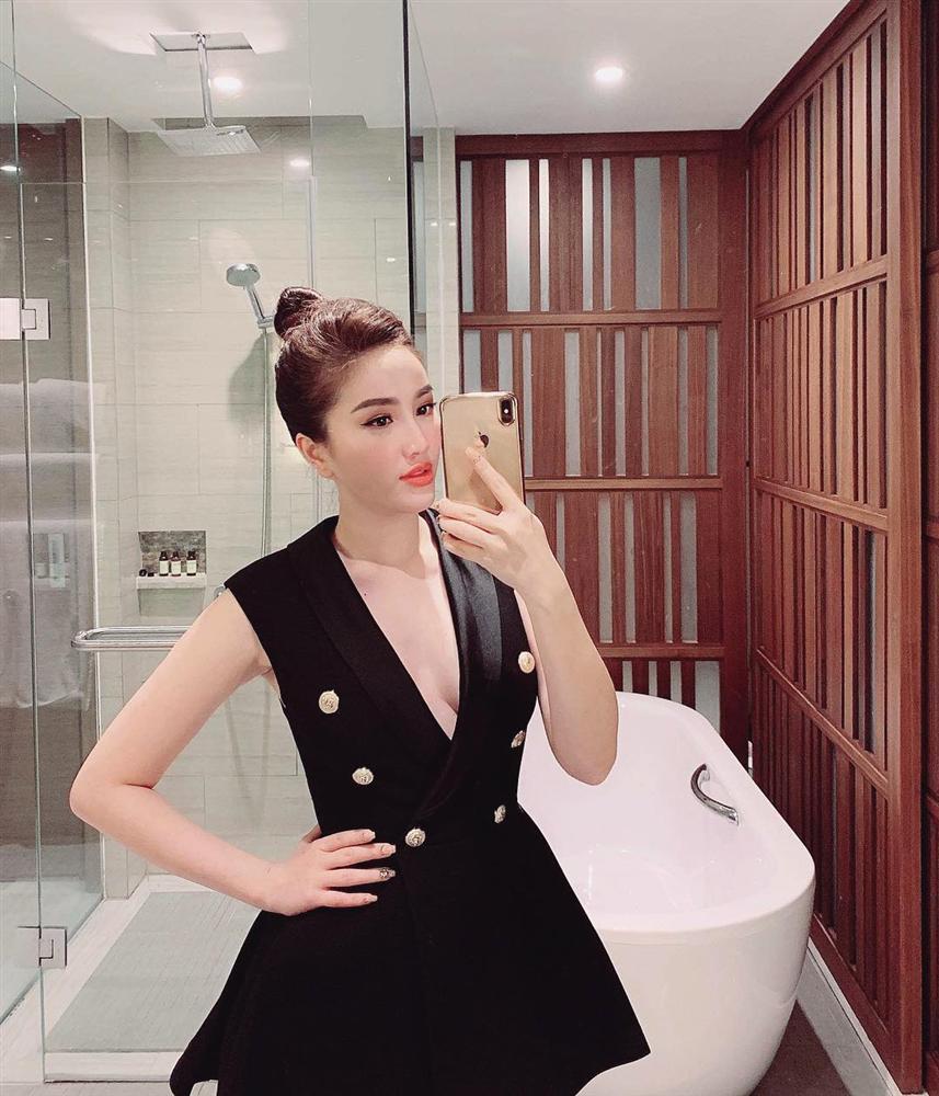 Hoa hậu Phạm Hương khoe khoảnh khắc tắm bồn sexy đến nghẹt thở-4