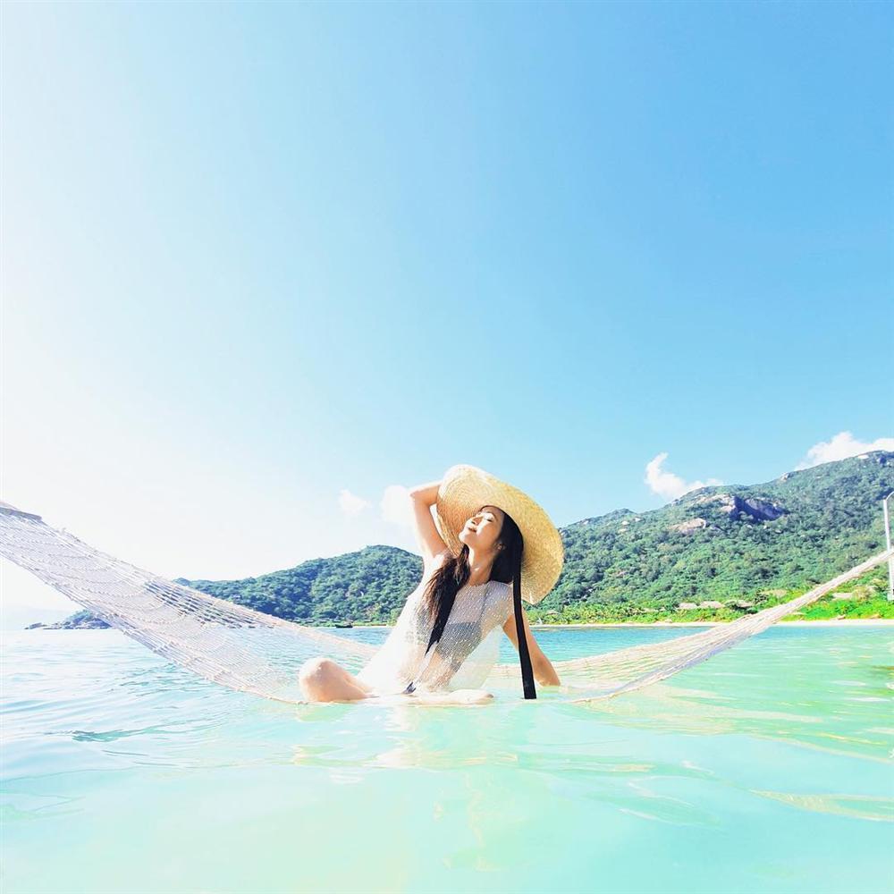 Hoa hậu Phạm Hương khoe khoảnh khắc tắm bồn sexy đến nghẹt thở-5