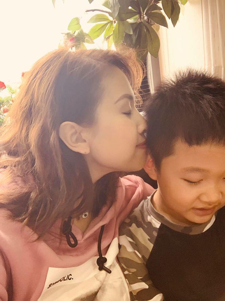 Hoa hậu Phạm Hương khoe khoảnh khắc tắm bồn sexy đến nghẹt thở-11