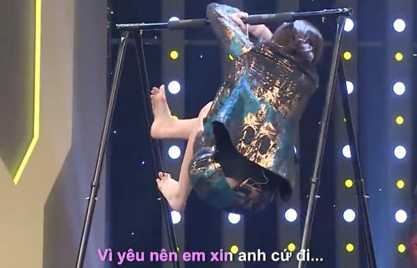 Hari Won vừa đu xà vừa hát khiến Trường Giang mắt tròn mắt dẹt vì hoảng, còn khán giả cười muốn vỡ trường quay-3
