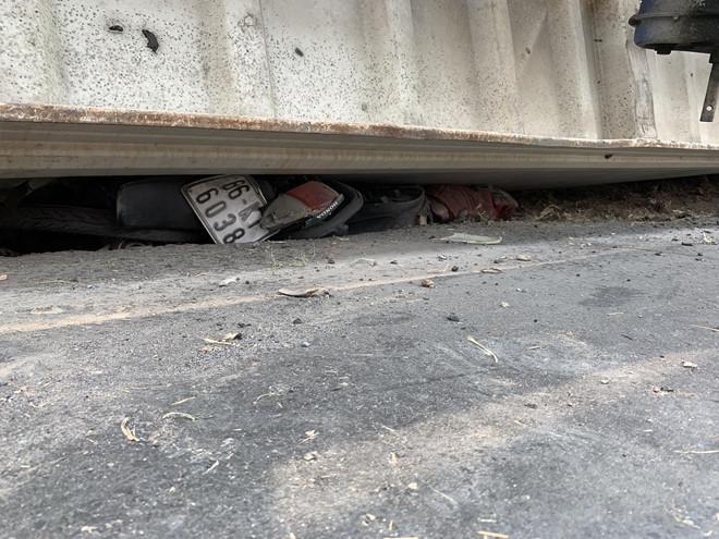 3 mẹ con, bà cháu tử vong khi thùng xe đầu kéo đổ đè trúng-2