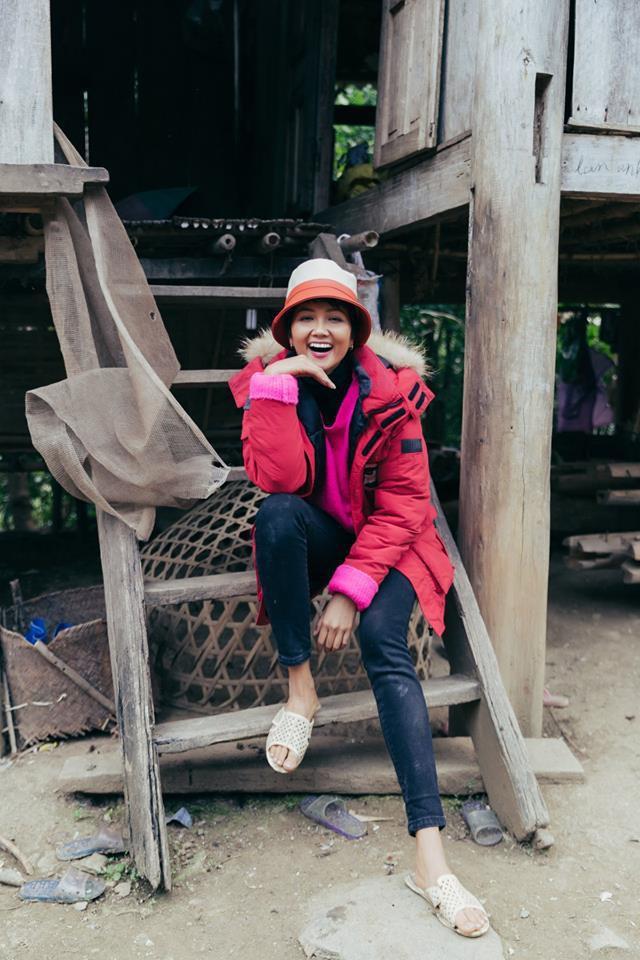 Hoa hậu nghèo HHen Niê khoe tủ giầy hoành tráng toàn hàng bình dân nhưng ai cũng xuýt xoa khen ngợi-7