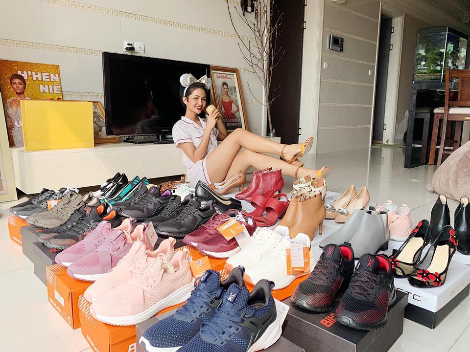 Hoa hậu nghèo HHen Niê khoe tủ giầy hoành tráng toàn hàng bình dân nhưng ai cũng xuýt xoa khen ngợi-2