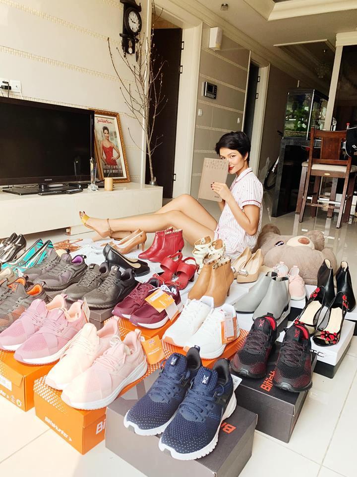 Hoa hậu nghèo HHen Niê khoe tủ giầy hoành tráng toàn hàng bình dân nhưng ai cũng xuýt xoa khen ngợi-3