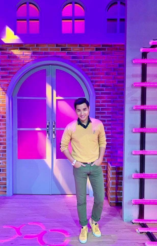 Sau thảm họa thời trang, MC Nguyên Khang hoạ mặt kiểu hot girl-2
