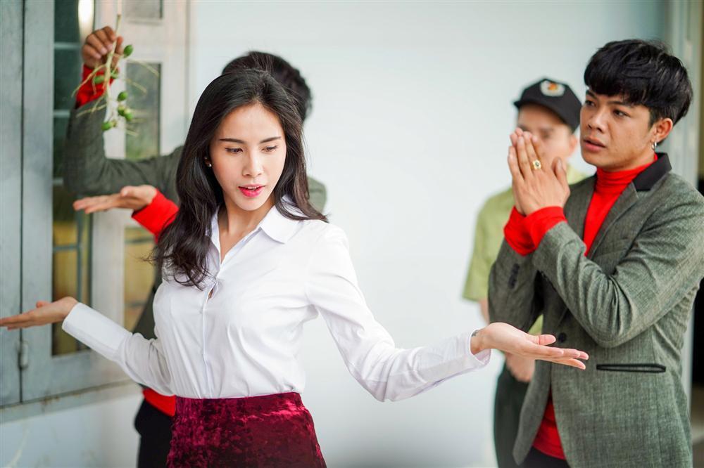 Cười ngất với vai diễn điệu chảy nước của Thủy Tiên trong phim đóng cùng Ngọc Trinh-2