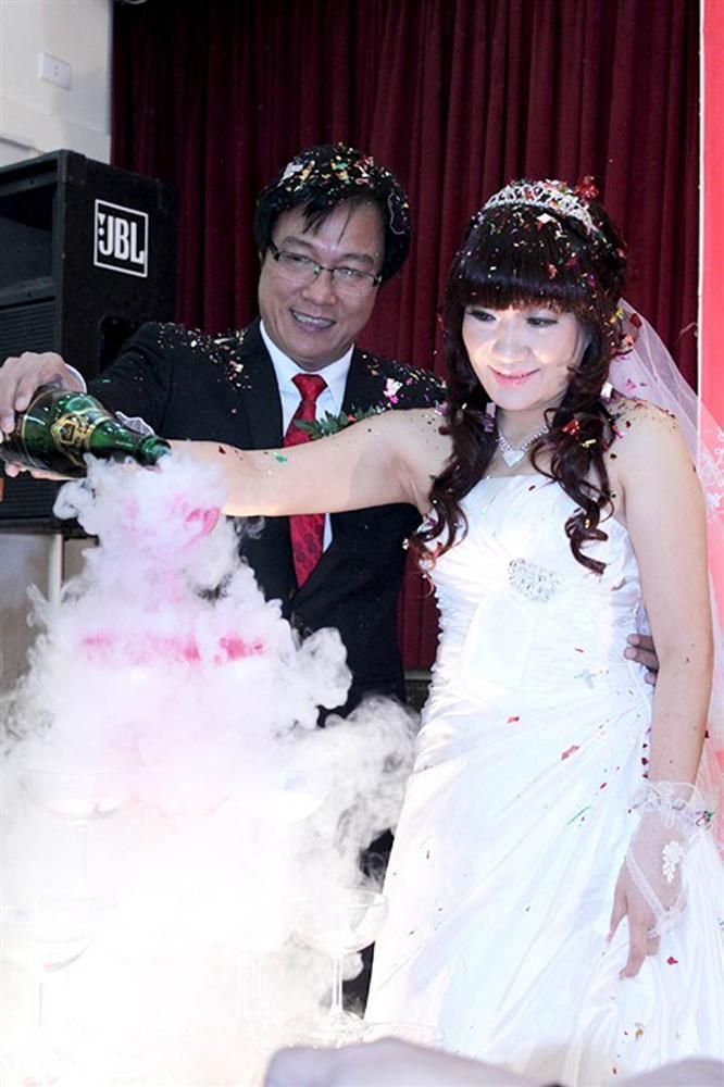 Phản ứng trái ngược của vợ sao Việt khi chồng phải đóng cảnh nóng-1