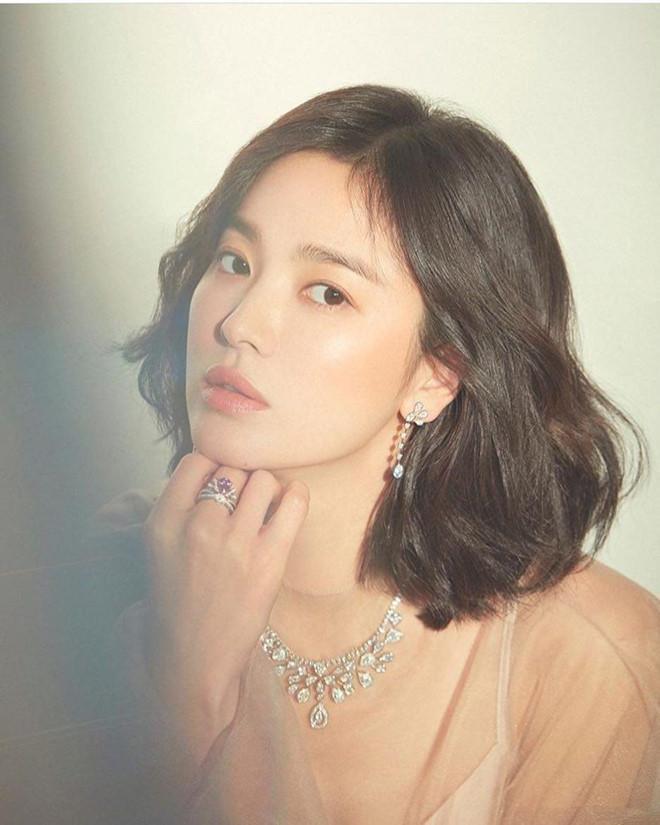 Song Joong Ki đăng ảnh tình cảm với Song Hye Kyo sau tin ngoại tình?-2