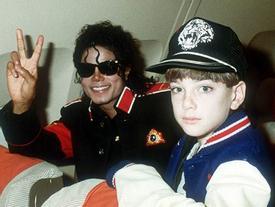 Giải mã bí ẩn phía sau động tác nhảy nghiêng 45 độ của Michael Jackson