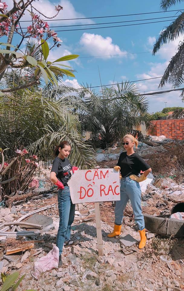 Hết vía với loại rác thải nghi là đồ chơi nhạy cảm nhóm bạn trẻ thu được ở biển Đà Nẵng-1