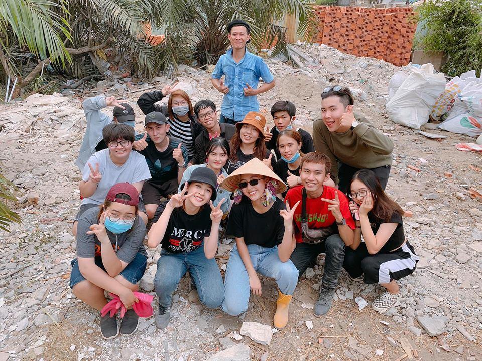 Hết vía với loại rác thải nghi là đồ chơi nhạy cảm nhóm bạn trẻ thu được ở biển Đà Nẵng-2