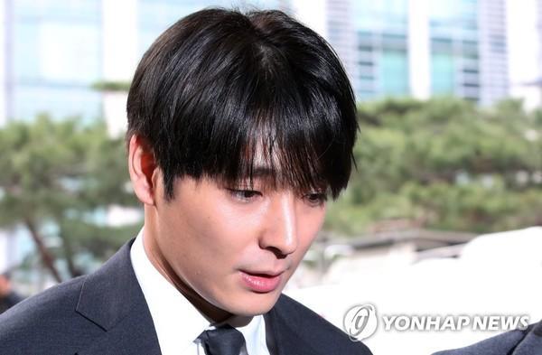 Mặc phủ nhận, Ji Chang Wook bị fan ném đá: Nghiện club, thân với Lee Jong Hyun và Choi Jong Hoon-6