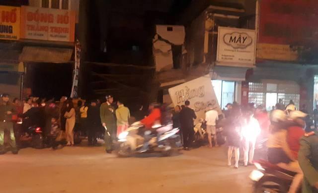 Nhà 2 tầng ở Thanh Hóa bất ngờ đổ sập trong đêm-1