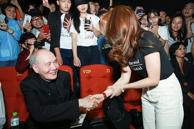 Mỹ Tâm cười tít mắt khi thấy nhạc sĩ Vũ Thành An đi xem Chị Trợ Lý Của Anh-4